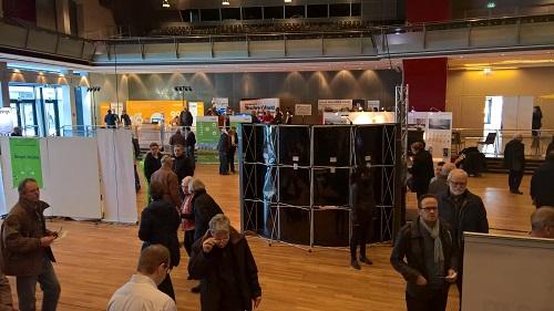 Besucher auf der IoT-Messe